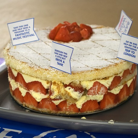 Nicola's Strawberry Layer Cake: Image 3